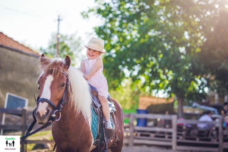 Sauerland Kind auf Pferd